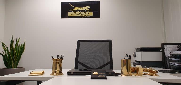 Jaguáringatlan irodája.